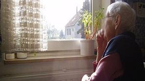 محامي يحاول خدعة عجوز فرنسية وحيدة ولكن القدر يفاجئه... اكتشفوا التفاصيل!