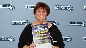 سيدة أمريكية يحالفها الحظ وتربح في اليانصيب للمرة الثانية.. المبلغ لا يصدق!