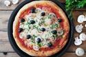 البيتزا بالجبن مع المشروم