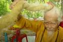 قرر شين أن لا يغسل ولا يصففه لمده 80 عاماً