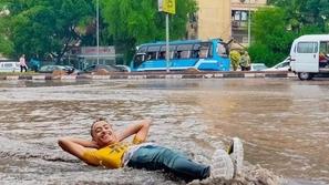 مشاهد مضحكة  كيف تعامل المصريون مع الأمطار؟ تصرفات مبتكرة لن تصدقها