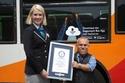 فرانك فايق هاشم  صاحب لقب أقصر سائق حافلة بطول  4 أقدام و5.6 بوصة