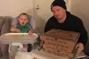 طفل قام بطلب بيتزا بسعر 94 دولار عبر تطبيق