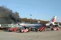 فيديو وصور: لحظة اشتعال النيران في طائرة قبل إقلاعها بثوان