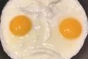 البيض الحزين