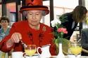 صور: هذه الخدعة تحمي الملكة إليزابيث من التسمم وأسرار تناولها الطعام
