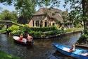 قرية هولندية وسط الطبيعة وبدون طرق.. شاهدوا صورها المذهلة