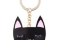 ميدالية على شكل قطة.