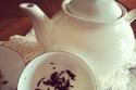 في البداية كانت تقرأ أكواب الشاي تم أصبحت القهوة