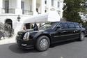 الرئيس الأمريكي دونالد ترامب في سيارة كاديلاك