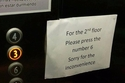 مشكلة تقنية في المصعد بأحد الفنادق تزعج النزلاء