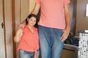 صور شاب برازيلي طوله 2.34 يتزوج فتاة لا يتجاوز طولها 1.52