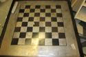 صور لعبة شطرنج مصنوعة من قطع غيار سيارات مستعملة