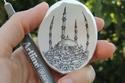 صور مذهلة لفنان يرسم المعالم الشهيرة على قشرة البيض