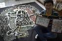 شاب صيني يبني مدينة كاملة بالعملات المعدنية.. شاهدوا الصور!