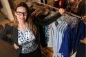 2 -  المرأة تقضي حوالي سنة من حياتها في اختيار ما ترتديه من ملابس.