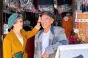 بفضل ارتداء ملابس الزبائن: رجل وزوجته أصبحا من المشاهير