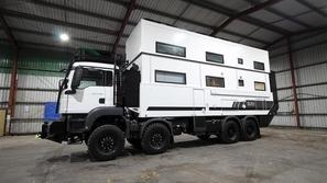 صور: أجمل من أي شقة فاخرة.. شاحنة تتحول إلى منزل راقي لن تتوقع سعرها