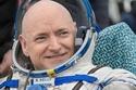 رائد الفضاء سكوت كيلي يعود إلى الأرض بعد عام كامل.. شاهد رحلة الهبوط المثيرة بالصور والفيديو