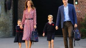 صور: خجل الأميرة شارلوت في أول يوم دراسي لها.. كم تدفع مصاريف المدرسة؟