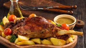 صور: أشهر أكلات الدول العربية في عيد الأضحى..إحداهن تأكل اللحوم نيئة