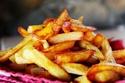 تتنوع التوابل الشعبية التي يتم استخدامها مع البطاطس المقلية