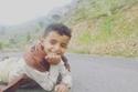 فيديو وصور: له صوت مبهر.. طفل يمني يبيع الماء ويغني في الشوارع