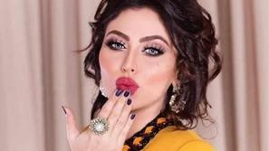 نجمات خليجيات أحرجتهن إطلالاتهن: إحداهن فقدت السيطرة على فستانها
