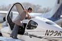 نجوم هوليوود الذين تعلموا قيادة الطائرات تعرفوا عليهم