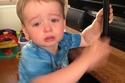 رد فعل طفل أغلقت والدته التليفزيون كي تصطحبه للتنزه