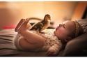الأطفال مع حيوانات صغيرة جداً: صور سوف تنسى معها كل هموم العالم