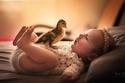 فكرت المصورة البريطانية بتصوير الأطفال والحيوانات معاً