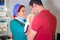 خطوبة في غرفة العمليات: احتفال طبيبان بعلاقتهما بطريقة رومانسية