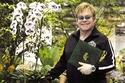 إلتون جون أنفق نصف مليون دولار على الزهور