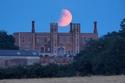 صور: 20 مشهد لا ينسى من خسوف القمر بعد أن تحول إلى اللون الأحمر