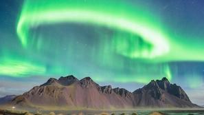 صور خلابة لعاصمة أيسلندا بعد إطفاء أنوارها ليضيئها شفق القطب الشمالي