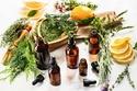استخدام الزيوت العطرية مثل زيت النعناع والليمون وإكليل الجبل