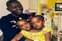الأب إبراهيم مع بناته