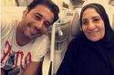 أحمد السعدنى مع والدته خلال أداء العمرة