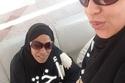 أمينة مع شقيقتها خلال أداء العمرة