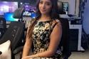 المذيعة المصرية رنا هويدي داخل غرفة الأخبار