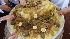 بالصور: وجبات طعام أكلها في اليد أشهى وألذّ من استخدام الملعقة