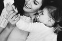 تيلان بلوندو برفقة والدتها