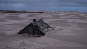 صور: الرمال تبتلع قرية مأهولة بالسكان قرب القطب الشمالي