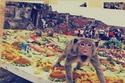 يقام سنويا في تايلاند احتفالا سنويا خاص بالقرود، في محافظة بالقرب من بانكوك يتم عمل وليمة تزن 3 أطنان فواكه وخضراوت يحبها القرود.