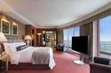 إحدى غرف النوم الرئيسية في الجناح الفندقي الأغلى في العالم