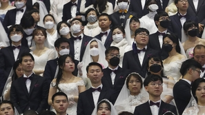 حفل زفاف جماعي في كوريا الجنوبية يتحدى فيروس كورونا