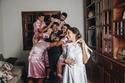 ريبيكا تعيش فرحة الزفاف وسط زملائها