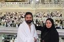 إلهام شاهين مع شقيقها بملابس الإحرام