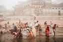الاستمتاع بالمياه بسبب الطقس الحار في الهند